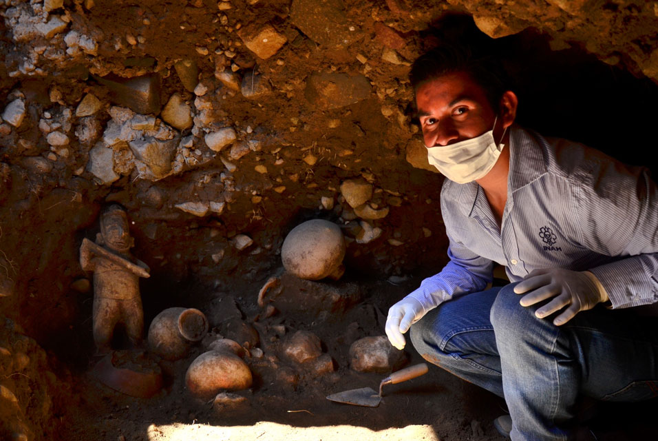 Mexican archaeologists find a 1,500 year old shaft tomb in the state of Colima
